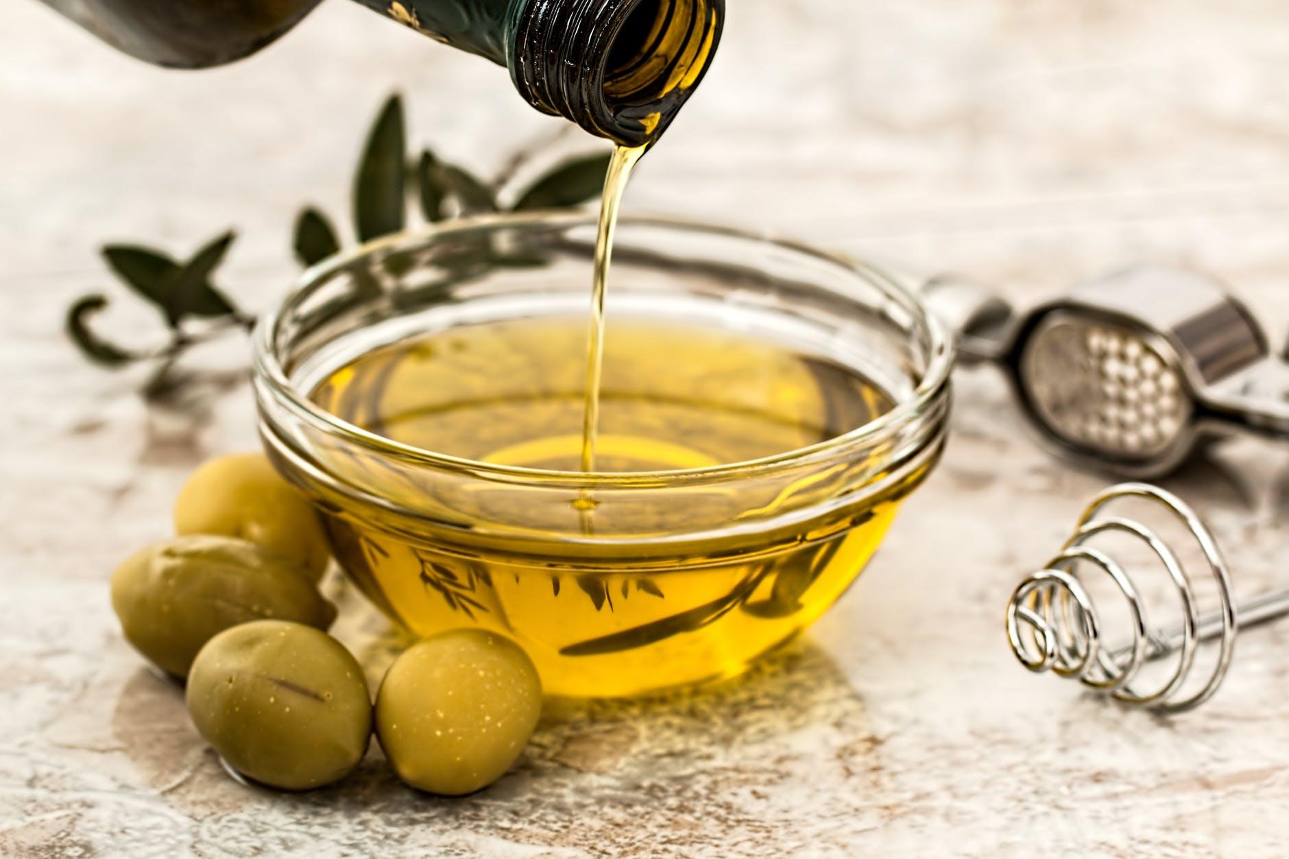 Read more about the article منافع بعض الدهون والزيوت الطبيعية